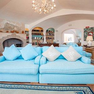 Reading Room at the Relais Villa del Golfo & Spa