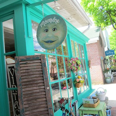 Exterior, MOONVINE...great shopping!!!