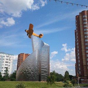 Памятник самолету По-2