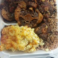 Small oxktail, rice and beans and Mac&cheese...