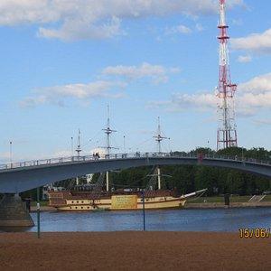 Вид на мост со стороны пляжа