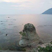 棚田の下から、暮れる海と経ケ岬