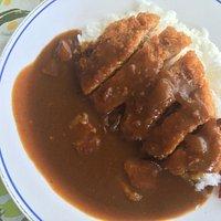 招牌咖哩豬排飯一定要試!a must try for curry pork rice here .