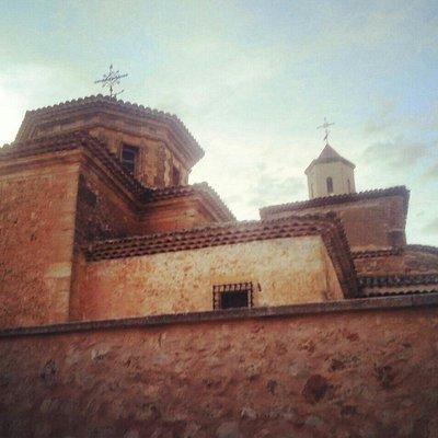 Iglesia de San Pedro Apóstol en Buenache de Alarcón (Cuenca), fachada posterior.