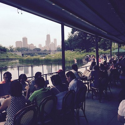 Located in Lincoln Park & near the Zoo.  Great outdoor seating & great view of the city. Outdoor