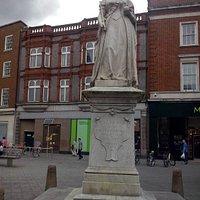 Queen Victoria's Statue Reading