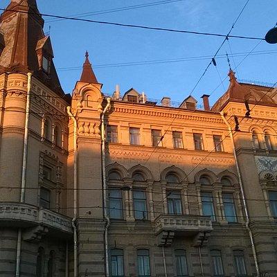 Величественное здание Дома офицеров