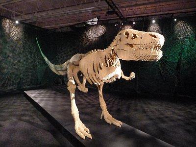 Le tyrannosaure aux 80000 briques