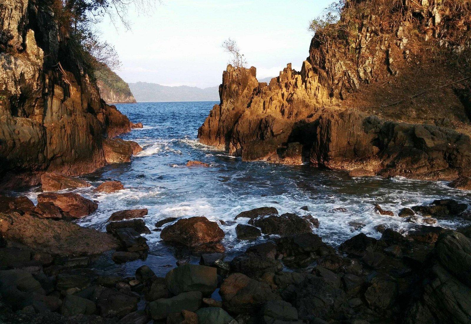 Pemandangan Teluk Hijau (Green Bay) di Taman Nasional Meru Betiri di Banyuwangi