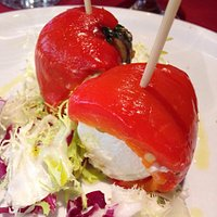 Involtini di peperoni arrostiti, tomini e acciughe al verde 😋