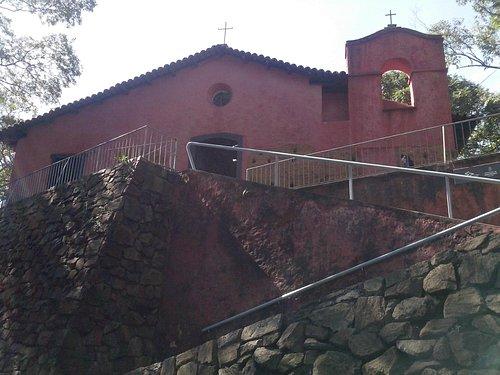 Vista da Capela a partir da calçada da rua