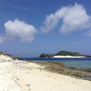 安慶名敷島上陸。となりは嘉比島。