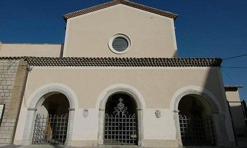 Chiesa austera ma accogliente