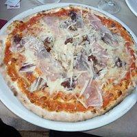 Pizza gibt's natürlich auch