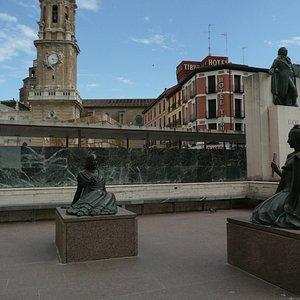 Monumento a Goya on Plaza del Pilar
