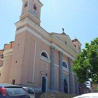 Cattedrale con i suoi giardinetti sul sagrato
