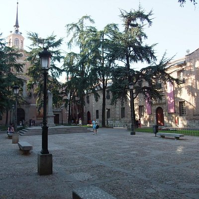 Plaza desde esquina Palacio Arzobispal