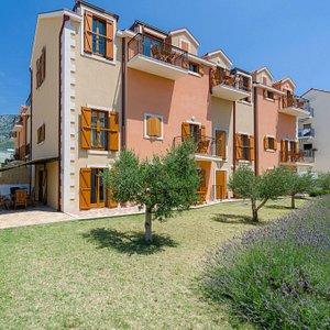 Vallum apartments***