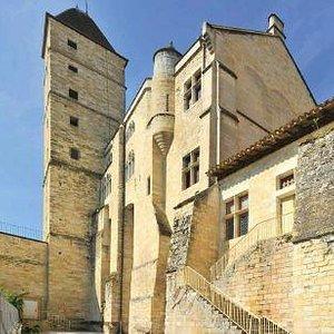 Le Trésor de la Cathédrale est abrité dans le sous-sol de la Tour d'Armagnac