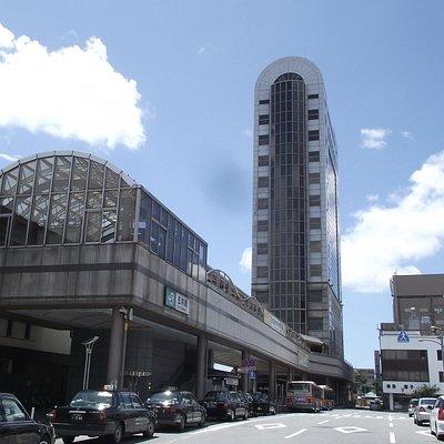 ビルの外観 (左手が五井駅)