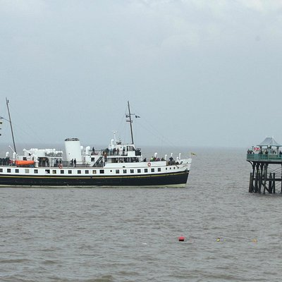Balmoral approaching Clevedon Pier