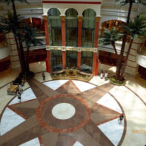 Pics of this stunning mall, lovely roof