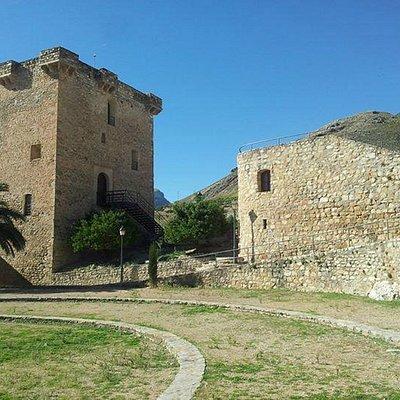 Torre Sur del Castillo de Jódar. Centro de Visitantes del Parque Natural Sierra Mágina.