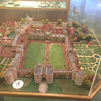 this is a model of Otford palace in the measuem