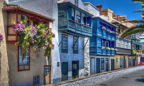 balcones típicos de la avenida Maritima