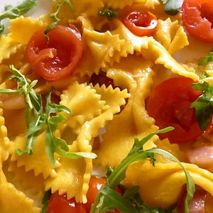 Egg pasta Strichetti from scratch with pancetta, cherry tomatoes and arugula