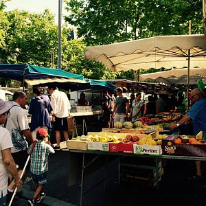 Sunday stroll on the Croix-Rousse market