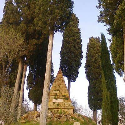 """The monument commemorating the battle, on the hill """"Montapertaccio"""""""