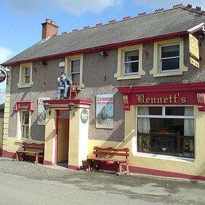 Bennett's Bar & Lounge Front
