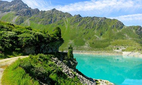 Le barrage de Cleuson et ses eaux turquoises