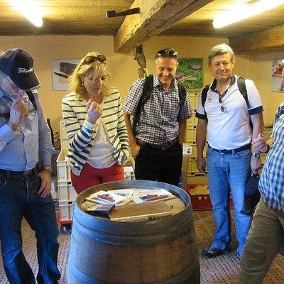 Gäste im Alpenkeller