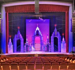Зрительный зал и сцена