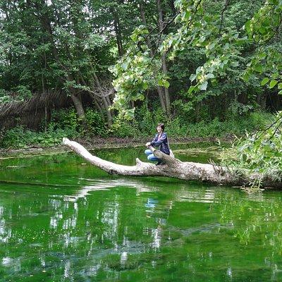 Зеленовато - голубой цвет озера из-за такого грунта