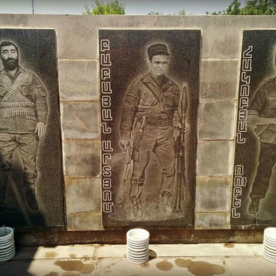 Life-size engravings of fallen soldiers