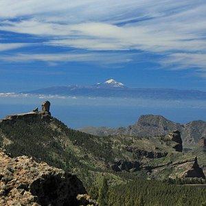 Zentrum von Gran Canaria mit Roque Nublo und dem Teide im Hintergrund
