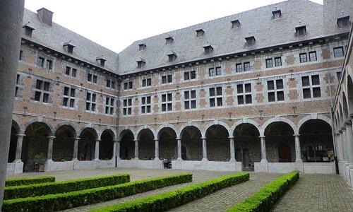 le prieuré du couvent des Frères Mineurs du musée de la vie Wallonne à Liège