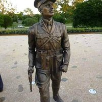 The life size statue of Duncan Chapman at he entrance to Maryborough's Queens Park