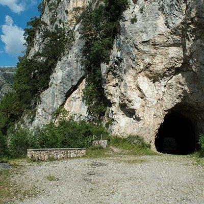 Η Σκάλα της Τζαβέλαινας / Tzavelena Cave