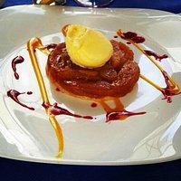 Tatin de manzana con helado de vainilla