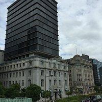 NOF神戸海岸ビル。右隣は商船三井ビル