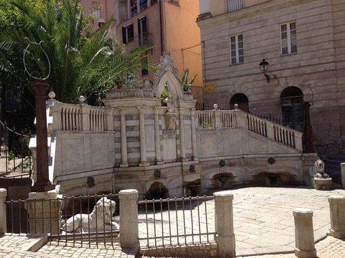 Fronte della fontana Grixoni