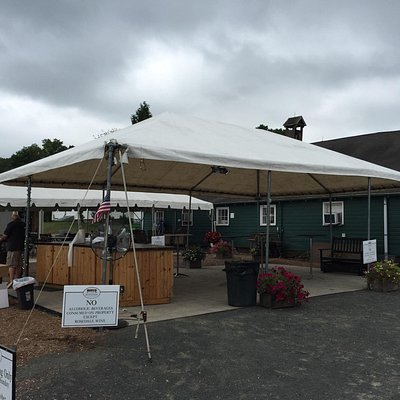 Very nice small vineyard with great staff and a fun farmers market type of store