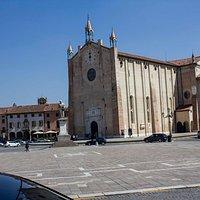 Вид на площадь и Кафедральный собор
