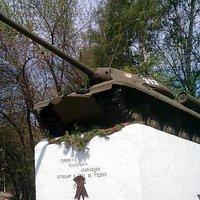 Танк у входа в парк Победы