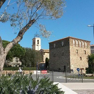 La Tour Carrée et l'Eglise