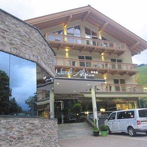 Hotel Alpina Hinteglemm wejscie
